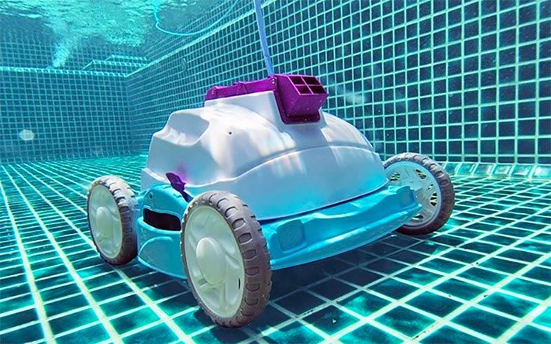 Robot limpiafondos para piscina, tipos y recomendaciones