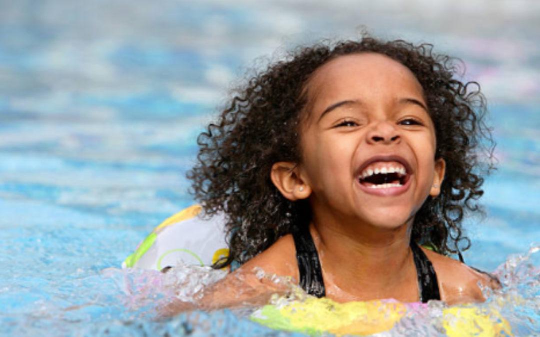 Tener piscina en casa para disfrutar en familia