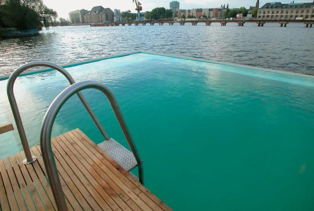 Piscina flotante Badeschiff mejores piscinas urbanas