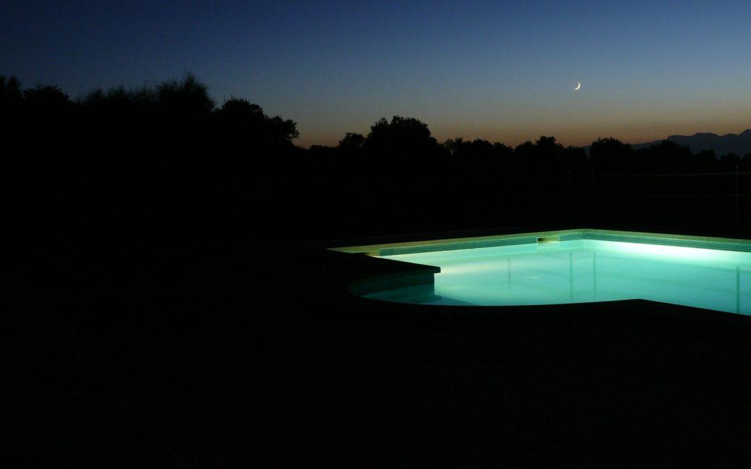 Cómo iluminar la piscina, algunas ideas interesantes