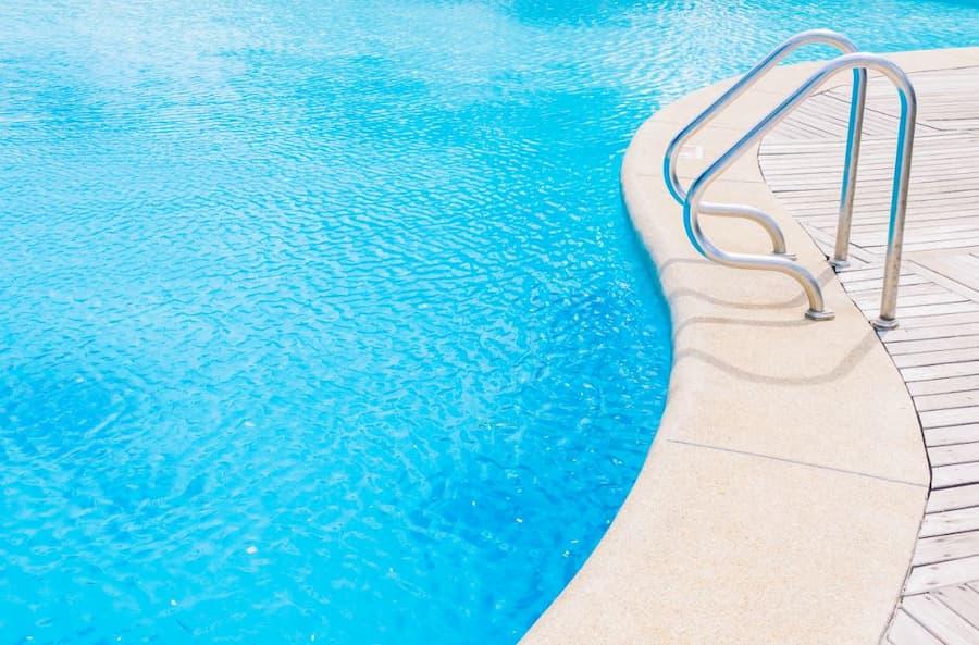 ¿Cómo reducir el gasto de agua en la piscina?